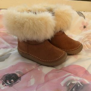 The boots with the fur- adorable sz 3 booties